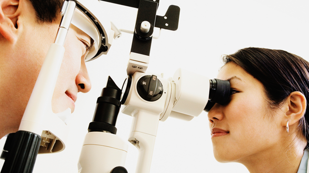 Eye exam with our optometrist in Stouffville